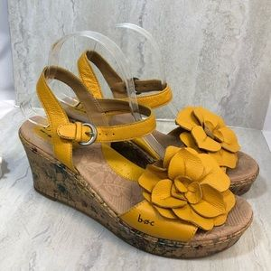 B.O.C. yellow leather wedge sandals size 8 strappy